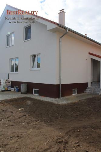 Reality Pekný dom na predaj 161 m2 zo záhradou 246 m2 v štandarde, príprava pre krb Ivanka pri Dunaji ww