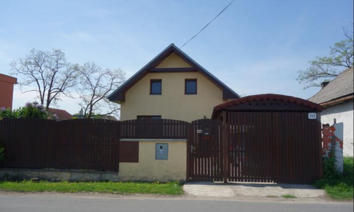 Reality NA PREDAJ 5 - izbový rodinný dom v Tonkovciach