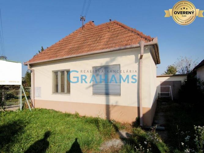 Reality GRAHAMS-PREDAJ rodinný dom s rozľahlým pozemkom v obci Šoporňa