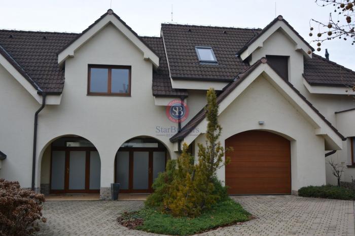 Reality StarBrokers – Prenájom – Atraktívny 4- izbový rodinný dom v Devíne s jacuzzi