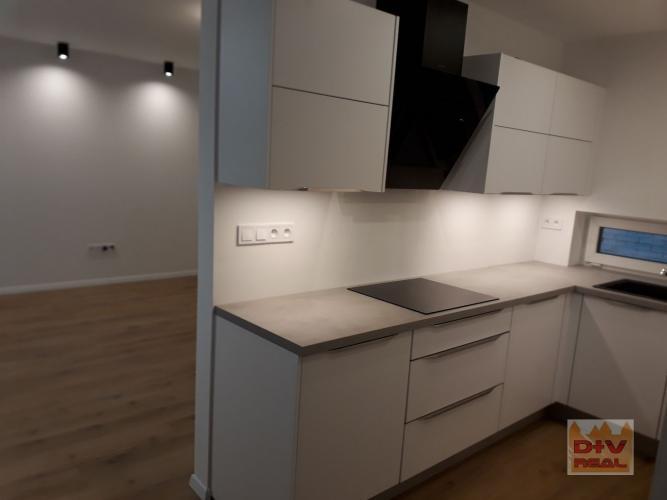 Reality Prenájom: 5 izbový rodinný dom, Kaméliová ulica, Bratislava II, Vrakuňa, 2 kúpeľne, 2 parkov