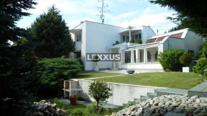 Reality LEXXUS-PREDAJ krásny pozemok s pôvodným RD - lukratívna lokalita Bôrik
