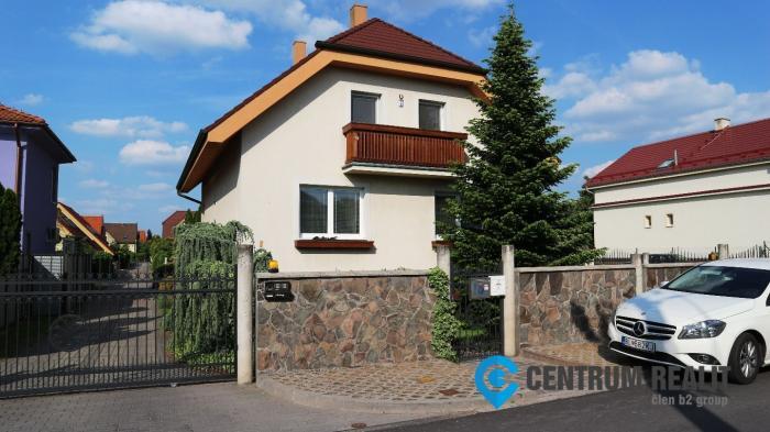 Reality Prenájom priestranného rodinného domu s dvojgarážou, záhradou a bazénom, Bratislava II, Hruš
