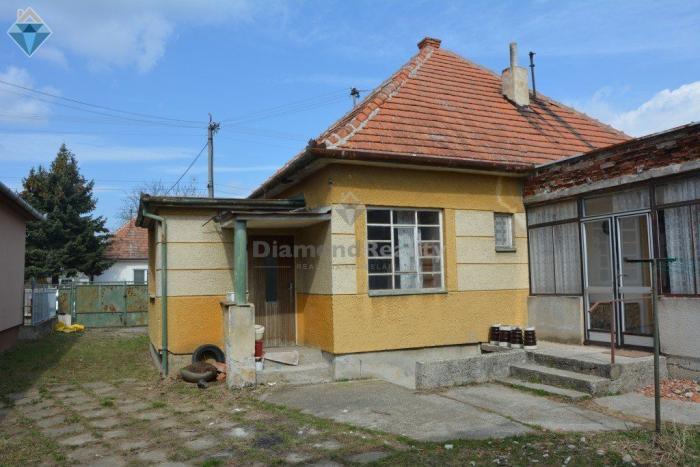 Reality Na predaj rodinný dom Veľký Cetín s garážou