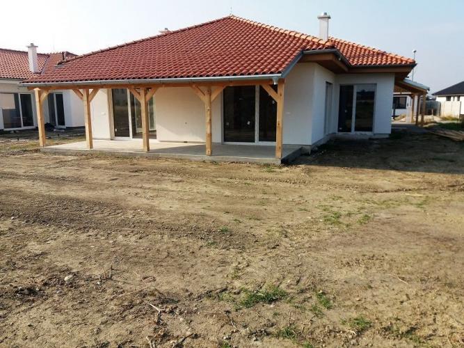 Reality Rodinná 6-izbová vila osadená na pozemku 800m2