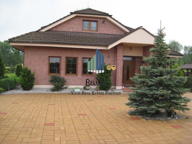 Reality Limbach (Pezinok), 19 km od BA predaj exkl. novostavby dvoj generačného 7 izbového RD s 4x gará