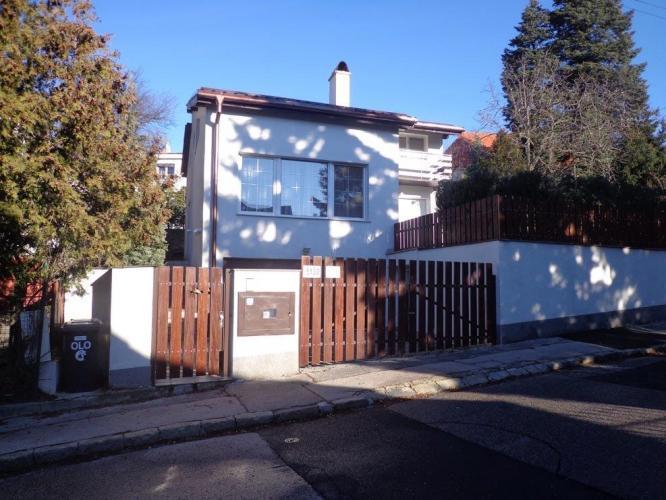 Reality BA I. Rodinný dom v tichom prostredí na Krcmeryho ulici