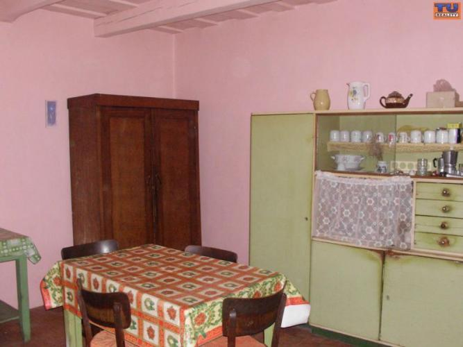 Reality Na predaj rodinný dom v pôvodnom stave 110 m2, pozemok 1878 m2 v obci Malé Kosihy, Nové Zámky.
