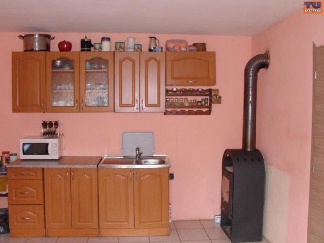 Reality Na predaj rodinný dom 150 m2,pozemok 1165 m2, rekonštrukcia interiéru, Málaš, Levice. CENA: 27