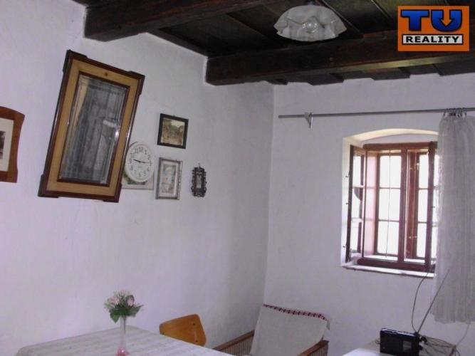 Reality Na predaj zachovalý vidiecky dom vhodný na chalupu 125 m2, pozemok 910 m2, Horný Pial, Levice. CE