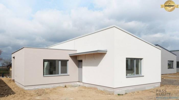 Reality Posledné dva skolaudované samostatné domy/bungalovy v Stupave