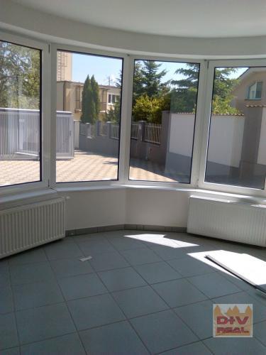 Reality Prenájom: 9 izbová vila, Jeséniova ulica, Bratislava III, Koliba, nezariadený, parkovanie, tri b