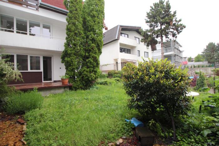 Reality 8-izbový Rodinný dom nad Bratislavským Hradom, nezariadený, s parkingom