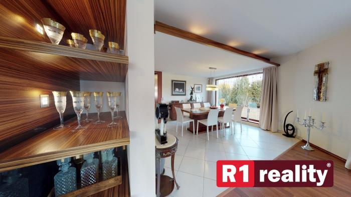 Reality Kvalitný rodinný dom /6 izb+,bazén pozemok 2180 m2/ Madunice pri Piešťanoch