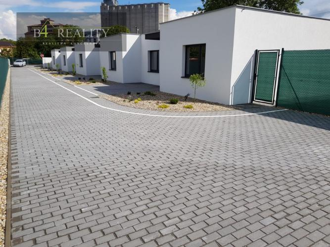 Reality Novostavba 3- izbového rodinného holodomu, pozemok 276 m2, 2x parkovacie státie, Trenčín / Zlat