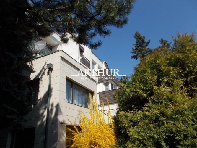 Reality ARTHUR - 6izb. RD s výhľadom na Hrad a panorámu mesta, BA I., Staré Mesto, ÚP 447m2, poze