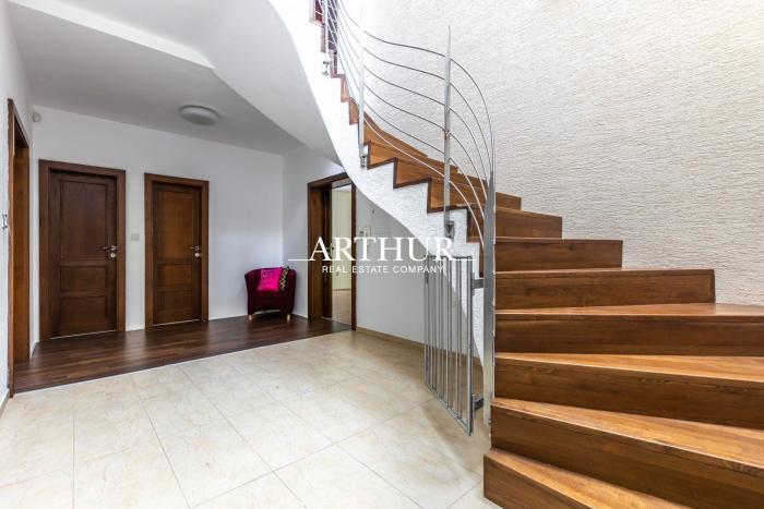 Reality ARTHUR - predaj 5 izbový rodinný dom, novostavba,  priamo v lese na Kolibe