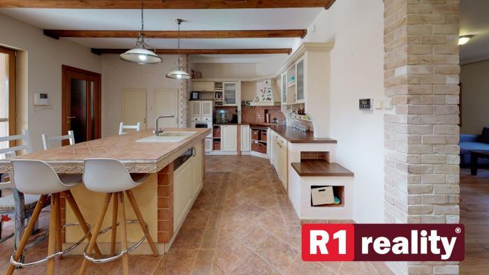 Reality Rodinný dom /pozemok 723 m2, bazén/  Piešťany