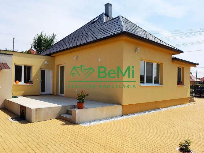 Reality Predávame Rodinný dom po rekonštrukcii na veľkom 20 árovom pozemku Veľká Dolina (342-12-BP)