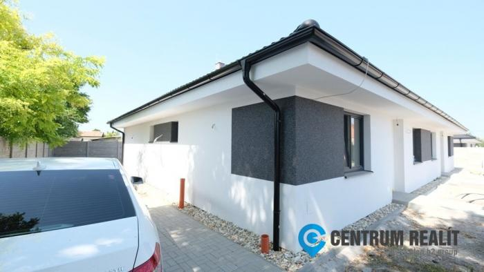 Reality Krásne a prakticky riešené rodinné domy neďaleko mesta Dunajská Streda