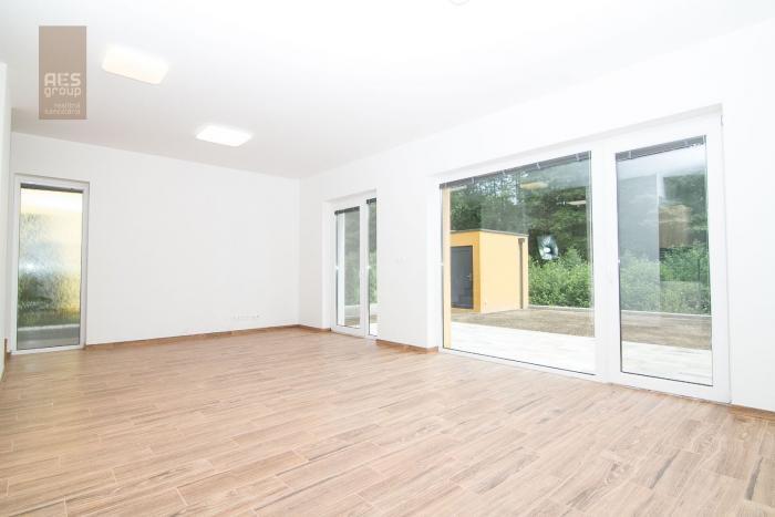Reality Prenájom 3 izbový dom so záhradkou a parkovaním, Stupava
