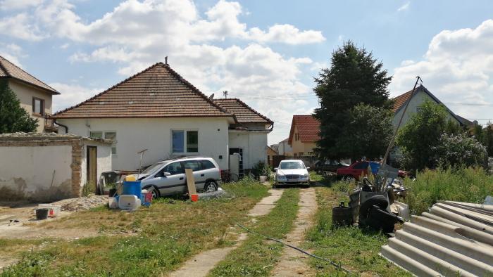 Reality Pozemok s rozlohou 1917 m2 so starším rodinným domom na predaj, Rovinka, okres Senec