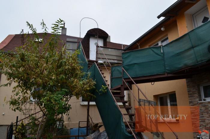 Reality RD /4 samost.bytové jednotky+podnikateľké priestory 92 m2,záhrada.CENTRUM mesta SEREĎ