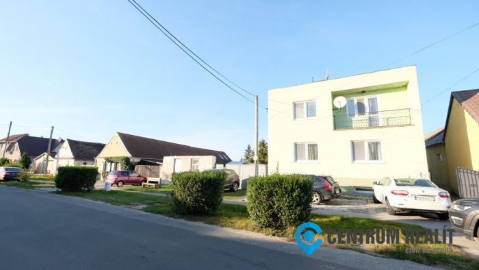 Reality Iba u nás: veľký rodinný dom so záhradou v obci Plavecký Štvrtok (Malacky len 8 km)