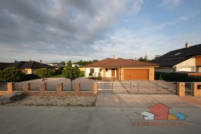 Reality Krásne, luxusné a moderné 2 RD (259 m² + 124 m²), pozemok 1.440 m², Ivanka pri Dunaji