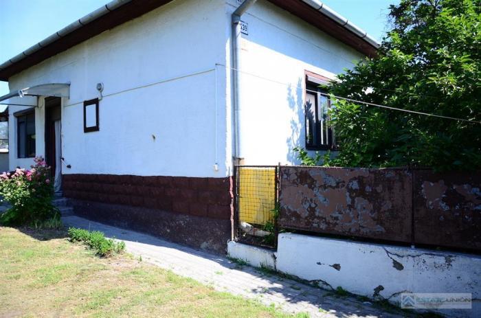 Reality Predám 4 izbový rodinný dom s veľkým pozemkom 2377m2 s možnosťou výstavby rodinných domov