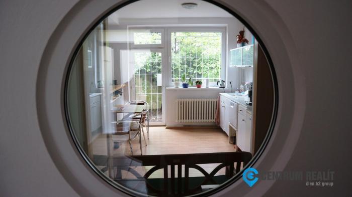 Reality Iba u nás: rodinný dom s terasou, dvomi balkónmi a garážou, tichá časť Starého Mesta