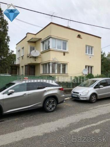 Reality Na predaj dvojgeneračný dom v centre mesta vhodný aj na podnikanie