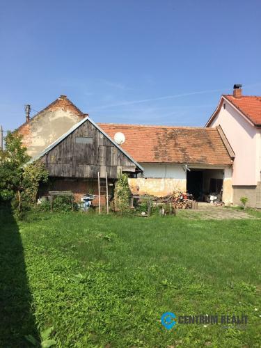 Reality Rodinný dom v pôvodnom stave, pozemok 680 m2, všetky IS