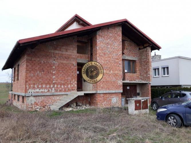 Reality Rozostavaný priestranný dom na pozemku 508 m2 - Okres Trnava