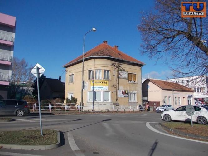 Reality Rodinný dom centrum, vhodný na podnikanie, 220 m2, Levice. CENA: 290 000,00 EUR