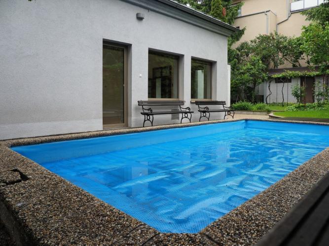Reality BA I. Prenájom rodinného domu na hradnom kopci s bazénom