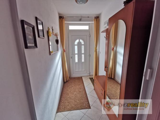 Reality 2907 NA PREDAJ 4-izbový rodinný dom, Semerovo