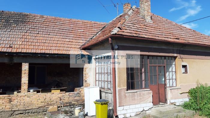 Reality Predám starší rodinný dom v obci Dvory nad Žitavou
