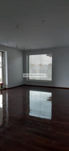 Reality Ponúkame na predaj modernú novostavbu 4i rodinného domu s garážou a s veľkou terasou. Dom sa n