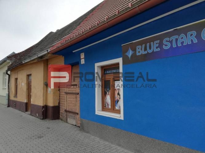 Reality Na predaj dom v úplnom centre Pezinka, na Holubyho ulici
