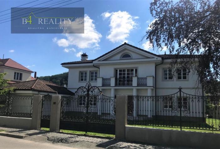 Reality Nadštandardná vila s pozemkom 1768 m2, Piaristická ul., Trenčín / Kollárova štvrť