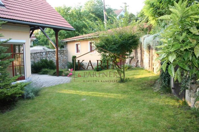 Reality PRENÁJOM -  Rodinný dom pod Devínskou Kobylou, 5 izieb, garáž,rekreačná záhrada