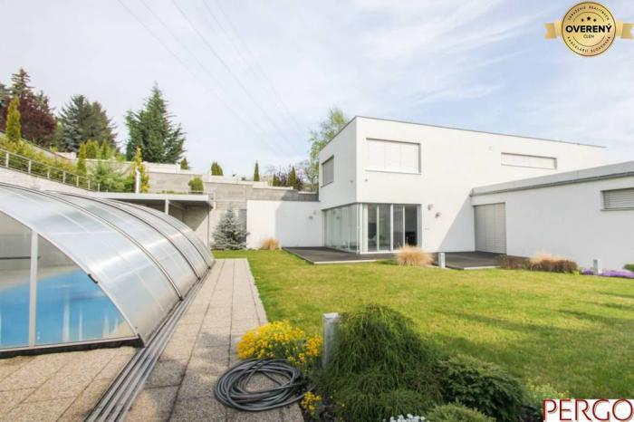 Reality Exkluzívny rodinný dom s bazénom v blízkosti lesoparku