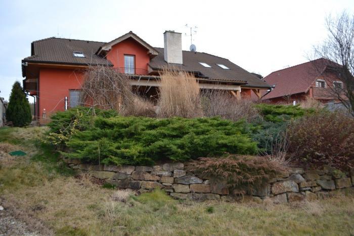 Reality HOLÍČ na predaj veľký rodinný dom na pozemku 1067 m2