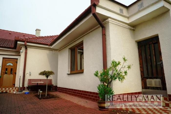 Reality REALITY MAN – 3 izb. RD, rekonštrukcia, 437 m2, Royova – Nové Mesto nad Váhom