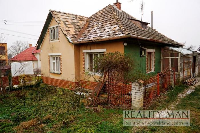 Reality REALITY MAN – 3 izbový rodinný dom, 740 m2, centrum - Čachtice
