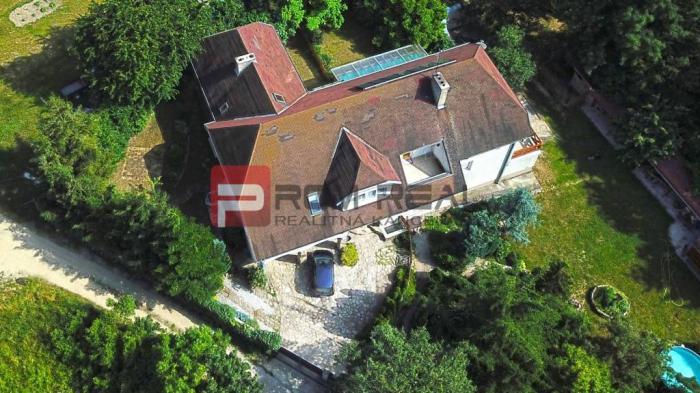 Reality REZERVOVANÝ Nezvyčajný dom v prekrásnom prostredí v Modre