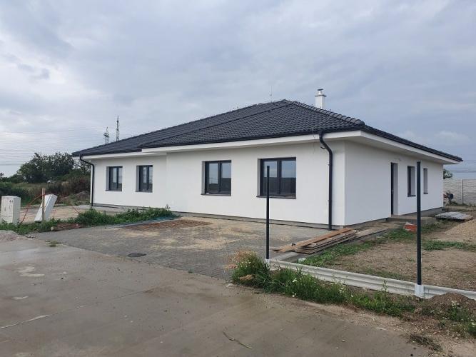 Reality Skolaudovaný 4-izbový rodinný dom s oddelenými priečkami a betónovým oplotením