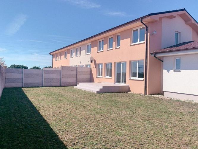Reality 4-izbový rodinný dom s garážou osadený v uzavretom komplexe