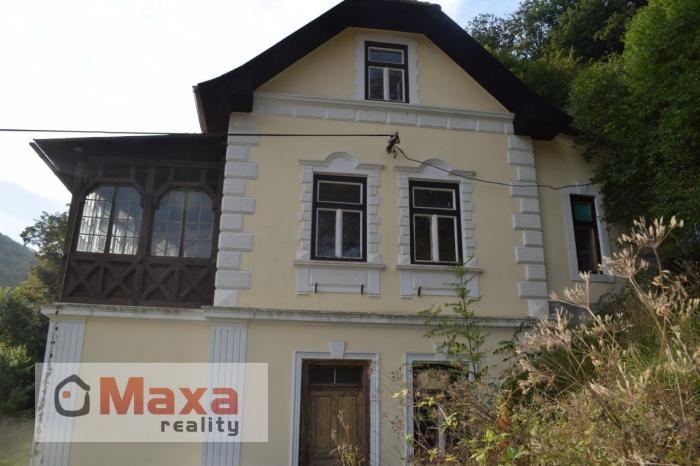 Reality Kúpeľný dom v obci Vyhne.